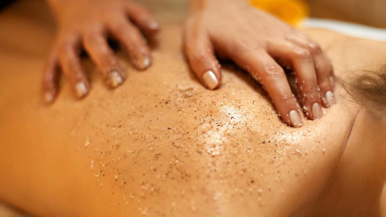 Découvrez le gommage corps dans votre institut de massages Siddarta